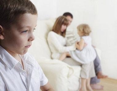 Com calma e carinho, você pode ajudar seu filho a lidar com o ciúmes.