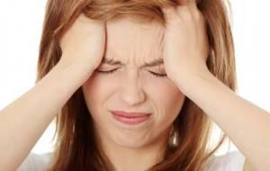 Fortes dores de cabeça que durem mais de duas horas podem ser um sintoma de pré-eclâmpsia.