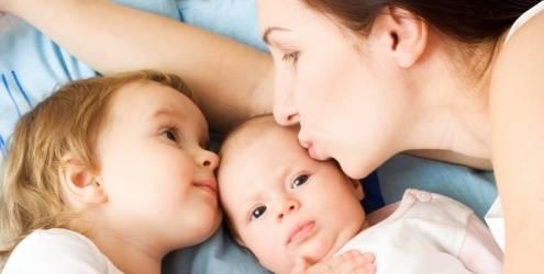 Avise o seu filho que o irmão terá necessidades exatamente como as dele.