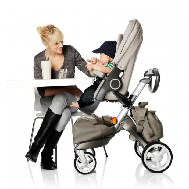 carrinho de bebê e mamãe